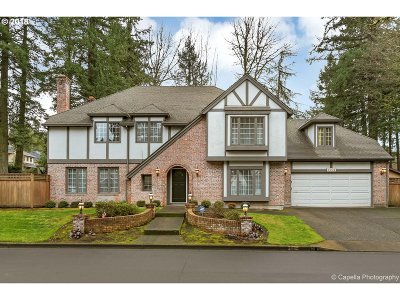 Lake Oswego Single Family Home For Sale: 4004 Melissa Dr