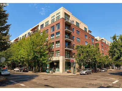 Multnomah County Condo/Townhouse For Sale: 820 NW 12th Ave #604