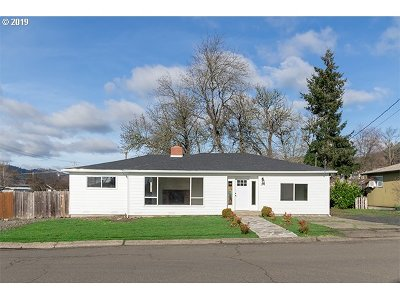 Roseburg Single Family Home For Sale: 748 NE Church Ave
