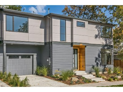 Single Family Home For Sale: 7004 N Hodge