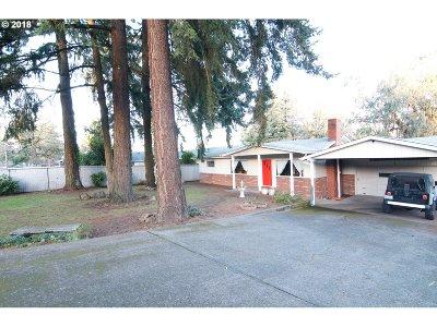 Milwaukie, Gladstone Single Family Home For Sale: 14408 SE Cedar Ave