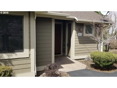 Redmond Single Family Home For Sale: 10681 Village Loop