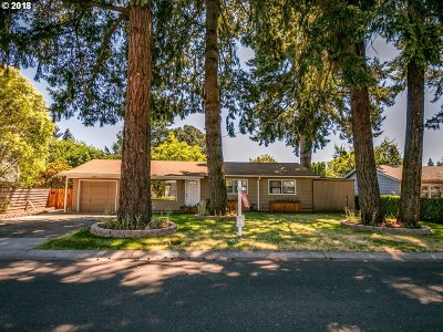 Milwaukie Single Family Home For Sale: 5560 SE Gill St