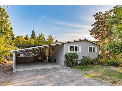 Gresham Single Family Home For Sale: 1306 SE Roberts Dr