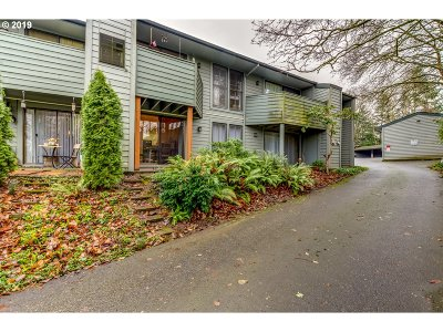 Portland Condo/Townhouse For Sale: 8745 SW Brightfield Cir