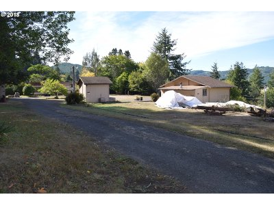 Coquille Single Family Home For Sale: 91494 Main Ln