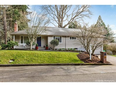Portland Single Family Home For Sale: 2400 SW Richardson St