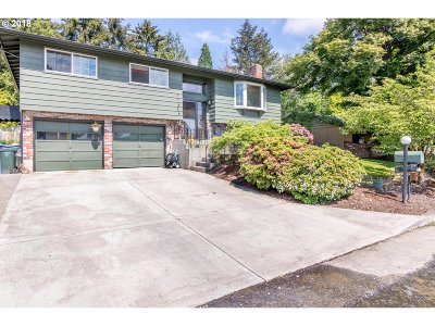 Milwaukie Single Family Home For Sale: 17626 SE Crystal Ln