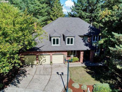 Lake Oswego Single Family Home For Sale: 1813 Palisades Lake Ct