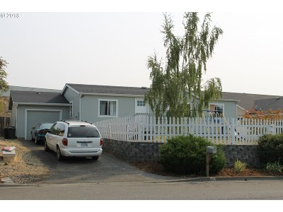 Roseburg Single Family Home For Sale: 365 Monte Dr