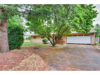 Portland Single Family Home For Sale: 2336 SE 170th Ave
