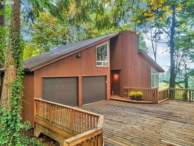 Lake Oswego Single Family Home For Sale: 2227 Hillside Dr