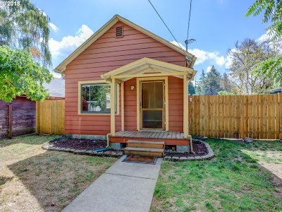 Milwaukie Single Family Home For Sale: 3920 SE Roswell St