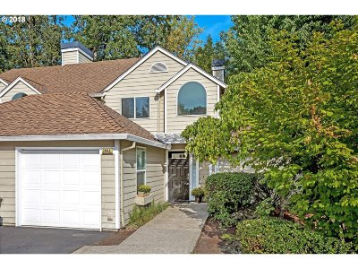 Lake Oswego Condo/Townhouse For Sale: 3942 Carman Dr #3942