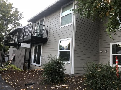 Beaverton Condo/Townhouse For Sale: 5488 SW Alger Ave #I-11