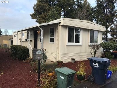 Eugene Single Family Home For Sale: 1800 Lakewood Ct #01