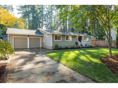 Lake Oswego Single Family Home For Sale: 5262 Rosewood St