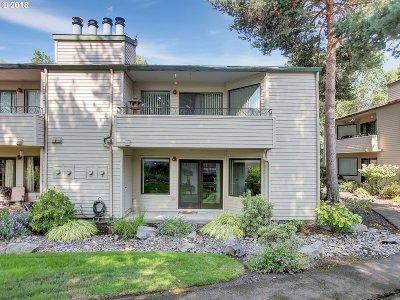 Beaverton Condo/Townhouse For Sale: 14575 SW Walker Rd #C-21