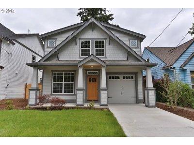 Single Family Home For Sale: 5605 SE Steele St