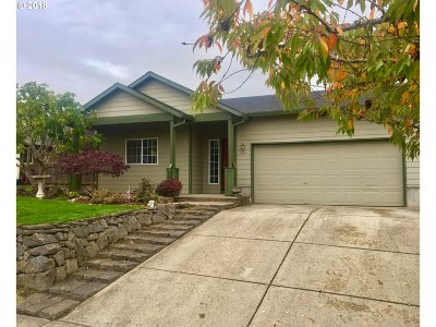 Scappoose Single Family Home For Sale: 33681 Pickle Pl
