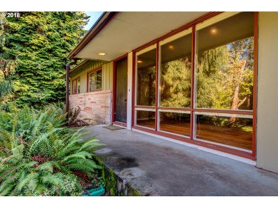 Milwaukie Single Family Home For Sale: 3624 SE Hager Ln