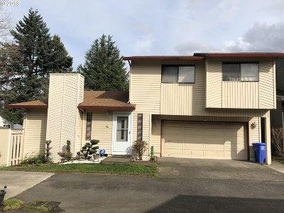Portland Single Family Home For Sale: 14923 NE Graham St