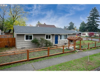 Multnomah County Single Family Home For Sale: 5634 SE 101st Ave