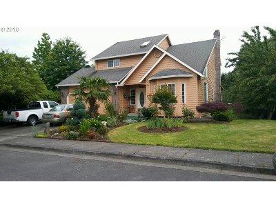 Woodburn Single Family Home For Sale: 1200 Hermanson St
