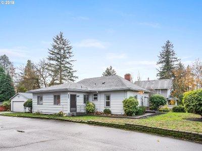 Single Family Home For Sale: 2928 SE Tacoma St