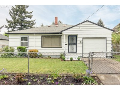 Portland Single Family Home For Sale: 5560 SE 63rd Ave