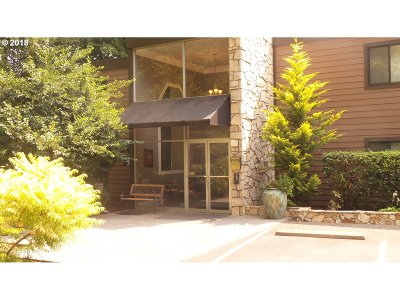 Portland Condo/Townhouse For Sale: 1500 SW Skyline Blvd #2
