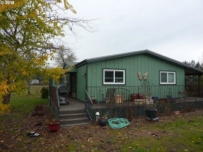 Sutherlin Single Family Home For Sale: 160 Valley View Rd