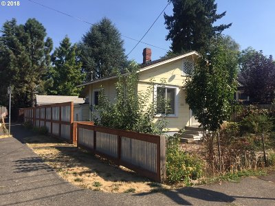 Portland Single Family Home For Sale: 3905 SE Lexington St