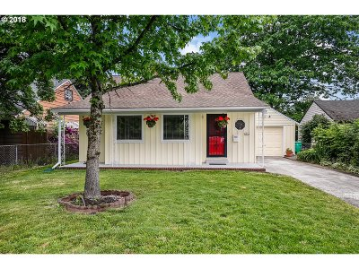 Portland Single Family Home For Sale: 4934 SE 67th Ave