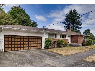Clackamas County, Multnomah County, Washington County Single Family Home For Sale: 8031 N Charleston Ave