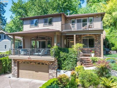 Milwaukie Single Family Home For Sale: 3573 SE Hillside Dr