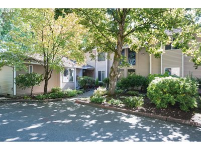 Wilsonville, Canby, Aurora Condo/Townhouse For Sale: 8144 SW Woodbridge Ct