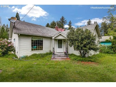Milwaukie Single Family Home For Sale: 8611 SE Strawberry Ln