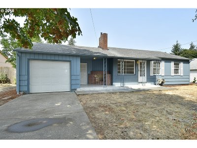 Portland Single Family Home For Sale: 12243 SE Lincoln St