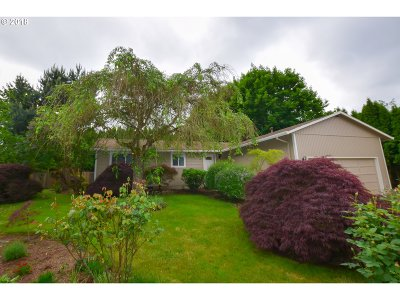 Gresham Single Family Home For Sale: 3710 SE 24th Ct