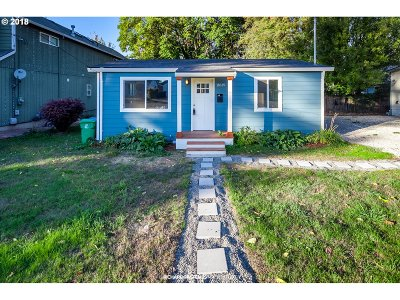 Single Family Home For Sale: 11615 SE Taylor St