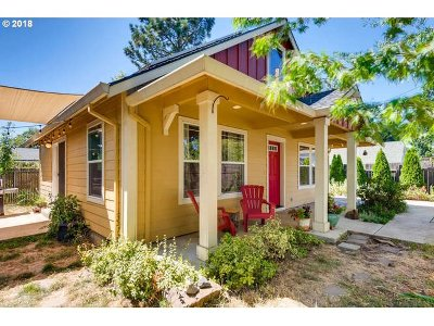 Portland Single Family Home For Sale: 4237 SE 76th Ave