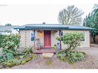 Portland Single Family Home For Sale: 6244 SE Clatsop St