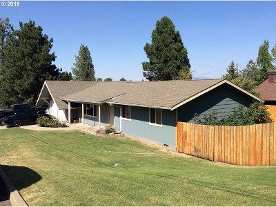 la grande Single Family Home For Sale: 105 Mattoon