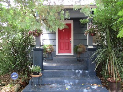 Single Family Home For Sale: 9325 SE Bell Ave