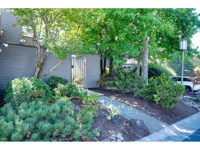 Lake Oswego Single Family Home For Sale: 63 Greenridge Ct