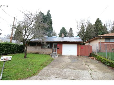 Milwaukie Single Family Home For Sale: 2863 SE Boyd St