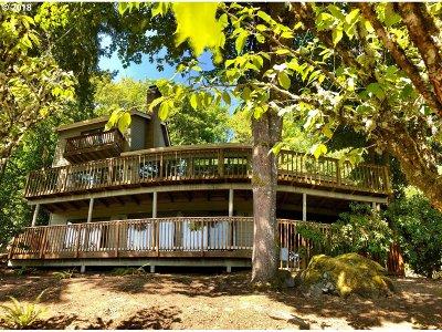 Lake Oswego Single Family Home For Sale: 17941 Meadowlark Ln