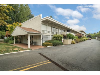 Portland Condo/Townhouse For Sale: 4460 SW Scholls Ferry Rd #1