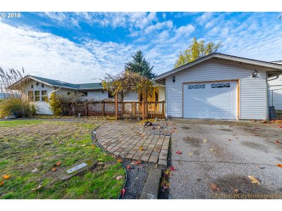Scappoose Single Family Home For Sale: 51871 6th St